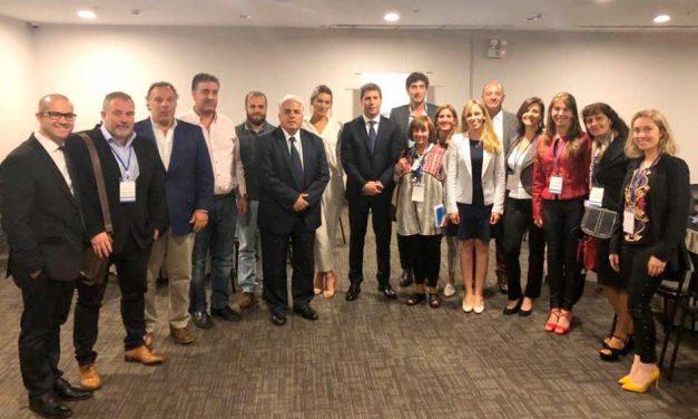 El gobernador Uñac encabeza una misión comercial en Perú